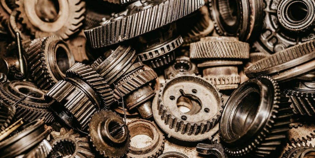 Reúso de metal en piezas automotrices listas para reciclaje