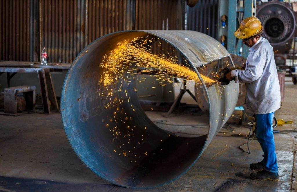 Cilindro de metal listo para reciclar
